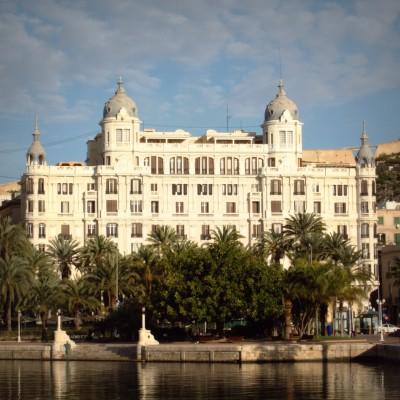 Edificio Carbonell, una parada con leyenda
