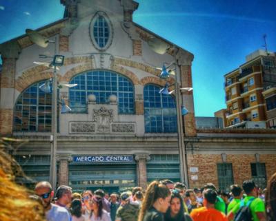 Plaza 25 de mayo: Tardeo, flores e historia